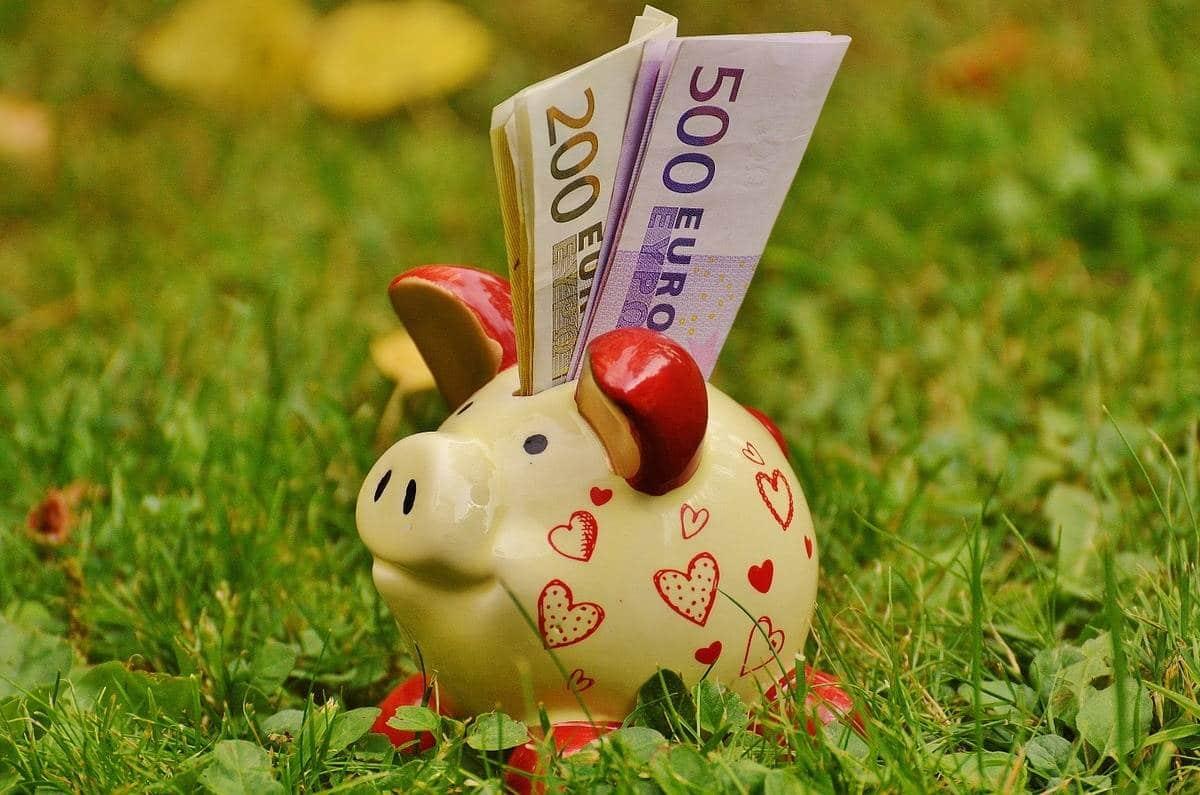 Rahojen siirtäminen säästöpossusta tilille kannattaa.